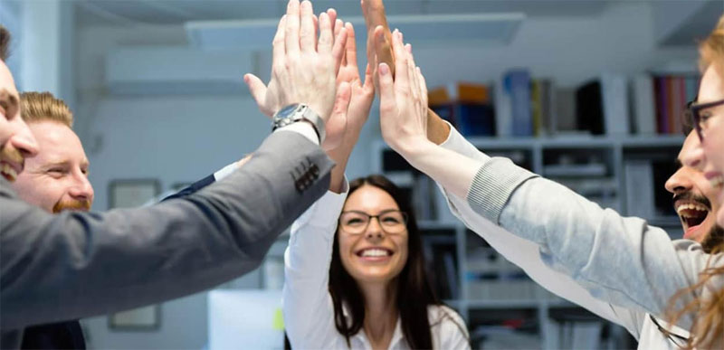 Qui contacter pour un suivi en management des hommes et stratégies d'entreprise ?
